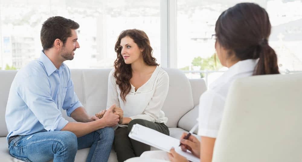 A terapia de casal ajuda a reestruturar comportamentos disfuncionais