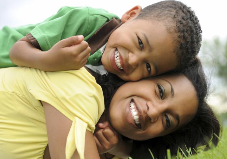 Controle o ciúme exagerado que seu filho sente por você.