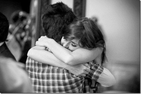 07 benefícios psicológicos dos abraços.