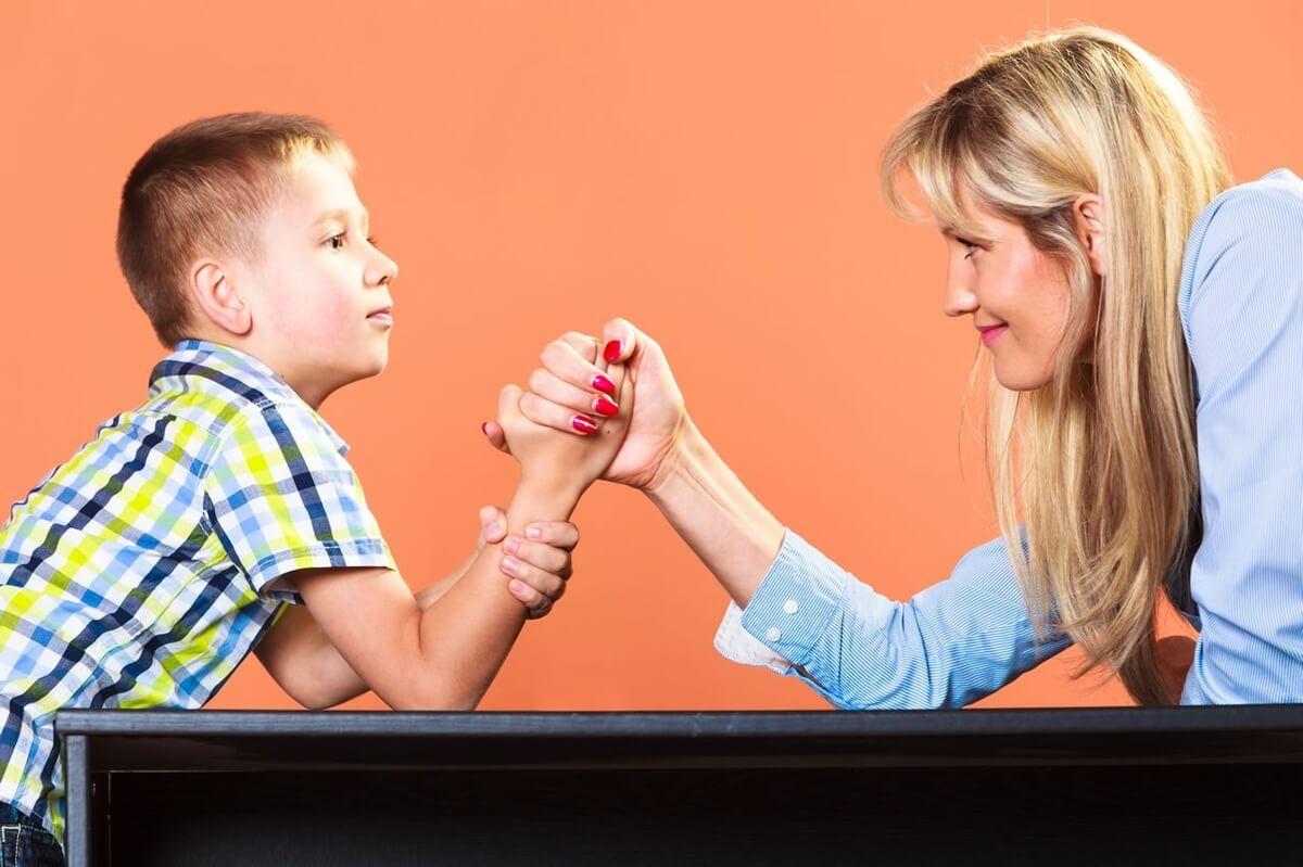 Como os pais devem agir quando os filhos querem mandar?