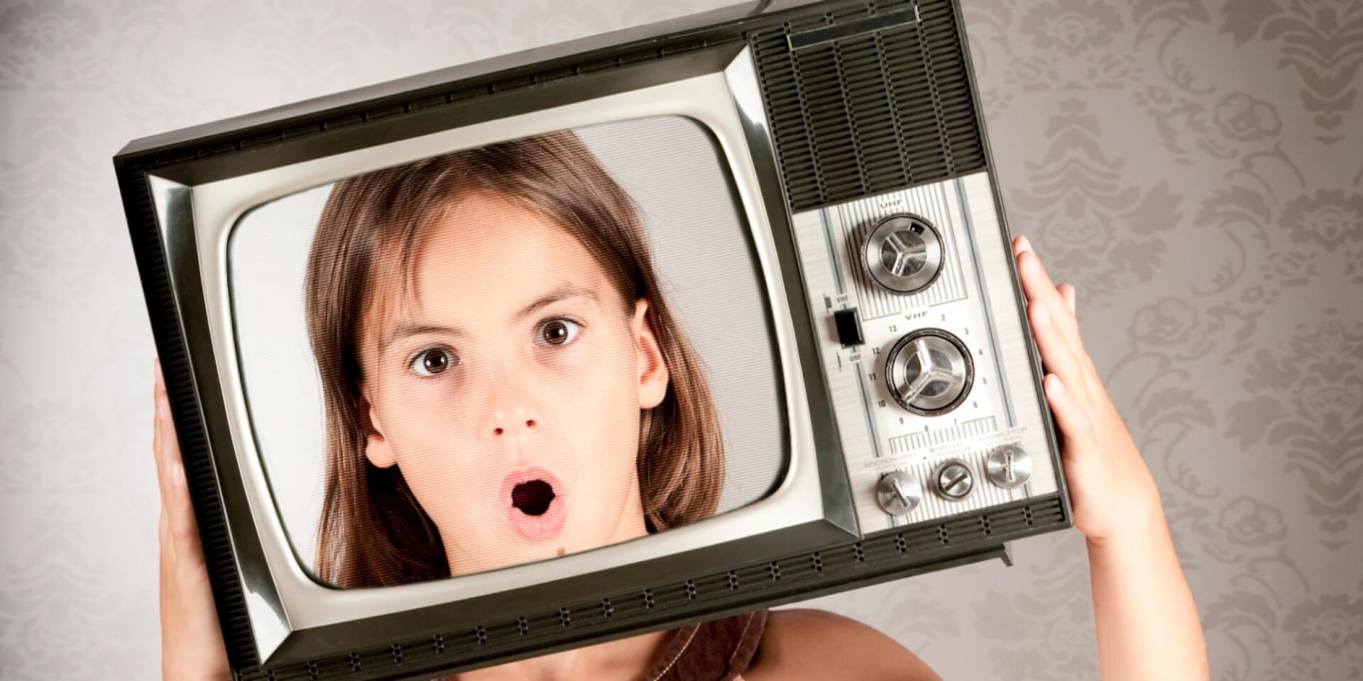 Pais que levam suas crianças para trabalhar em publicidade