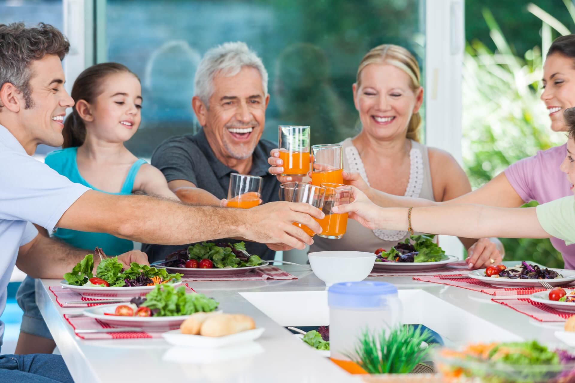 Jantares em família sem televisão ligada tornam adolescentes mais saudáveis