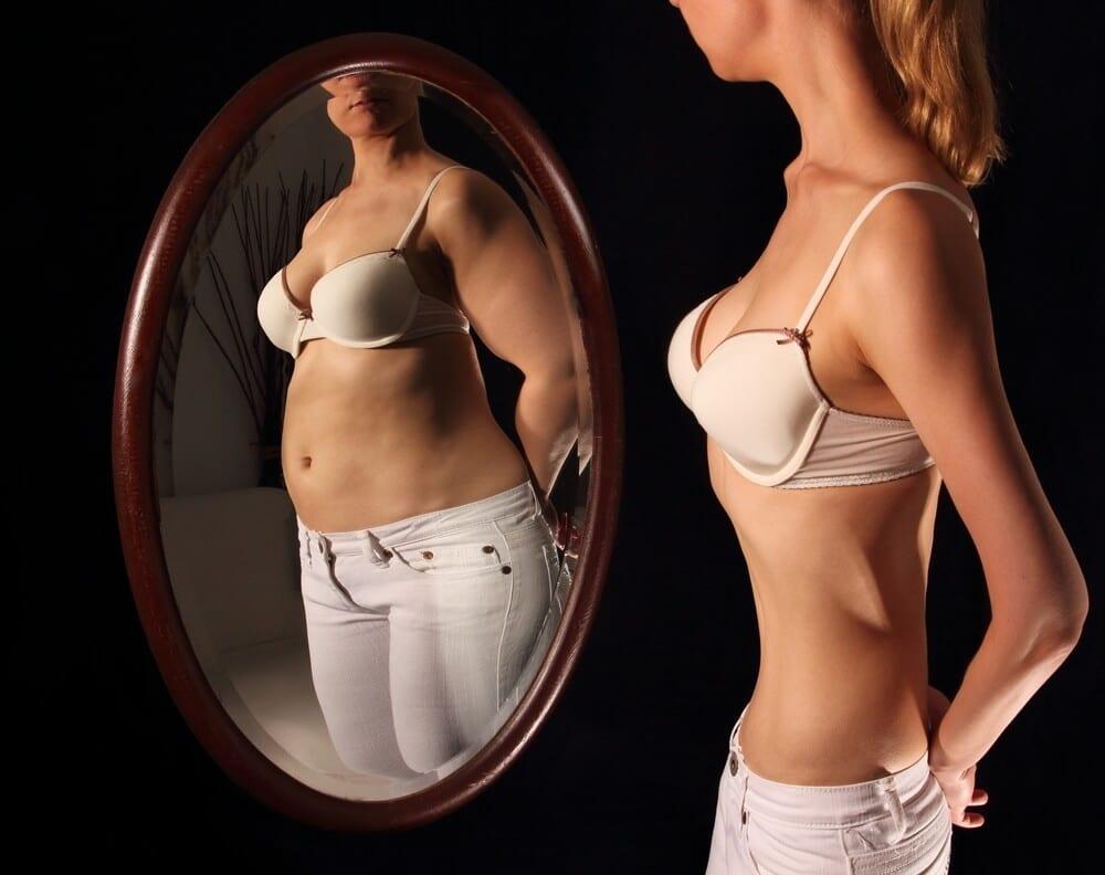 Distorção da autoimagem corporal.