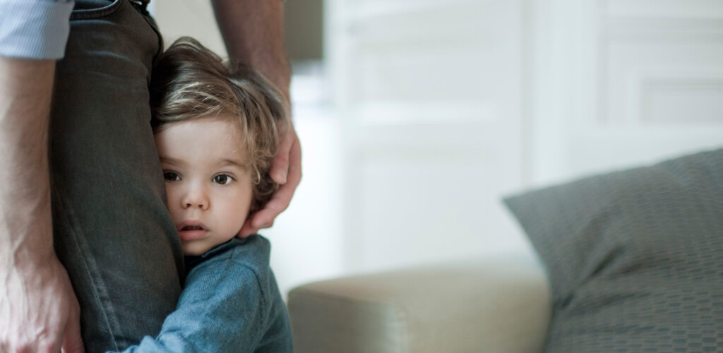 Como lidar com a timidez do seu filho?