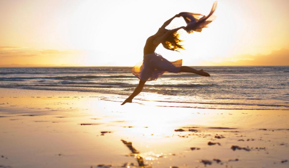 bailarina na praia