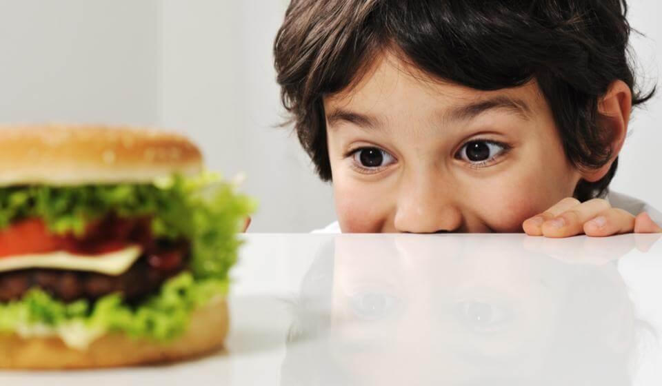 Compulsão-alimentar-na-infância-casule
