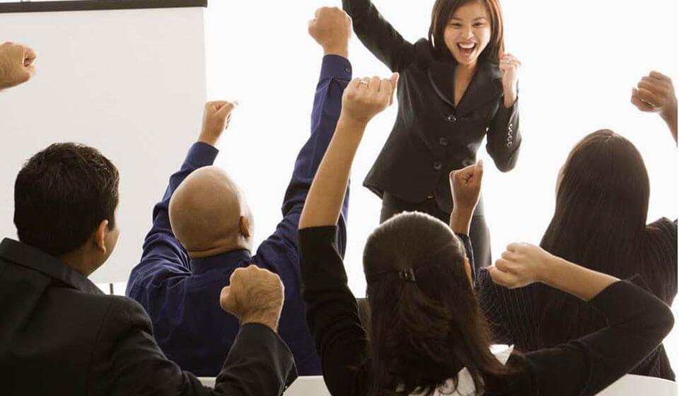 Dicas-para-melhorar-sua-automotivação-e-autoestima-no-trabalho - casule