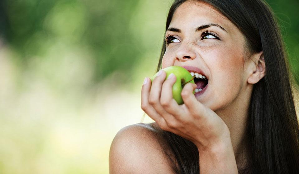 Alimentos-que-ajudam-e-que-prejudicam-a-saúde-da-sua-voz---Flávia---fonoaudiologa---Casule